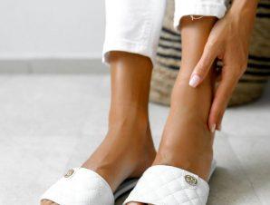 Παντόφλες Flat Καπιτονέ Λευκές – Afroessa